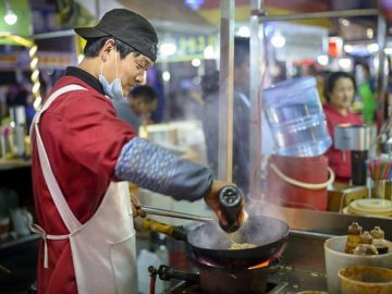 China chef cooking